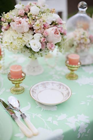 vintage-wedding-decor-idea-mint-green-and-peach-wedding-table-decor